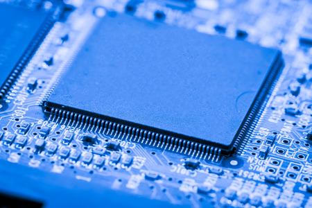 Abstract, Close-up bij elektronische schakelingen, we zien de technologie van het moederbord, wat de belangrijke achtergrond van de computer is. (logic board, cpu moederbord, moederbord, systeembord, mobo)