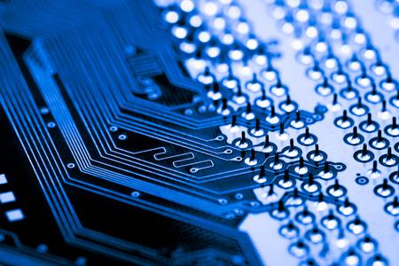 Resumen, primer plano de circuitos electrónicos en el fondo de la tecnología informática de placa base. (placa lógica, placa base de la CPU, placa principal, placa base, mobo)