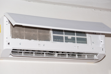 aire acondicionado limpio en casa (polvo)