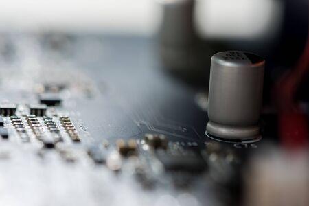 Resumen, cerca de la placa base de fondo de la computadora electrónica.