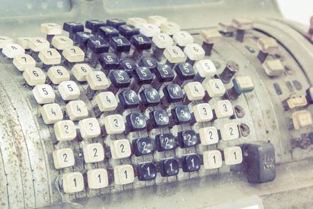teclado numerico: Teclado de época antigua del banco de máquina de cuenta en línea
