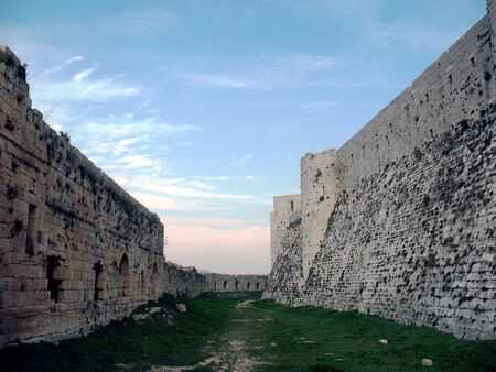 double fortification of the fortress made it absolutely unassailable in the assault on Muslims in the garrison of the Crusaders