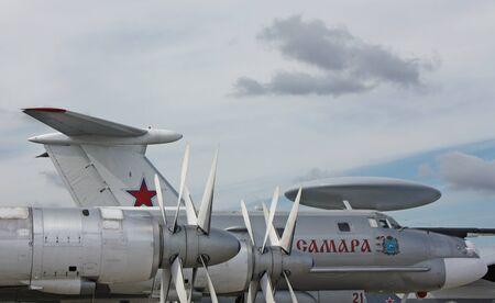 l petrol: Aviones h�lice proporciona un movimiento horizontal de la aeronave