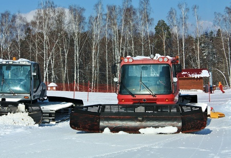 specialized graders for leveling snow cover on ski slopes