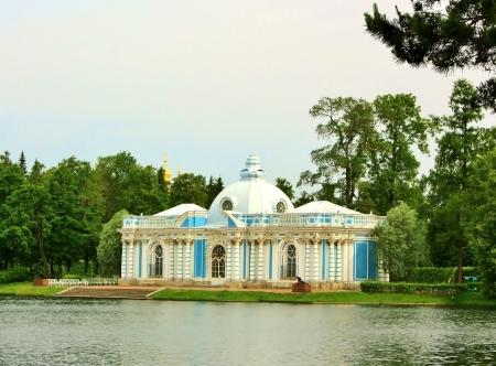 tsarskoye: Pavilion  Grotto  on the shores of Great Pond Tsarskoye Selo