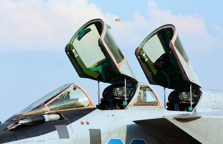 radar gun: Doble cabina del caza de cuarta generaci�n de fabricaci�n rusa