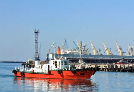 sea port: Auxiliary vessel in the waters of the sea port
