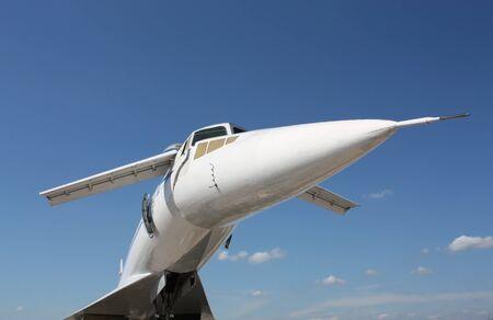 aviones pasajeros: Vista frontal del avi�n de pasajeros supers�nico