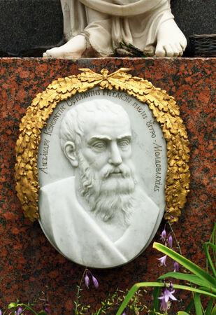Einsatzzeichen: Grabstein aus wei�em Marmor-Statue der Darstellung ein Portr�t von einem Mann Anfang des neunzehnten Jahrhunderts