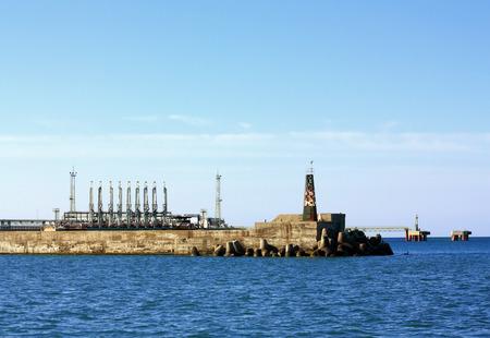 productos quimicos: Facilidad para el aceite y productos qu�micos de la terminal portuaria de carga mar�tima Editorial