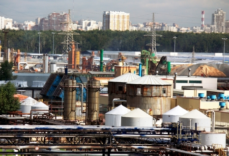smokestacks: Tanks, pipes, tubes and working facilities of the large refinery Editorial