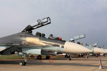 radar gun: Aviones de combate rusos estacionados en una base a�rea militar