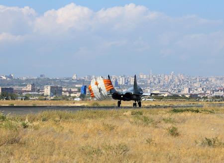 radar gun: Aterrizaje de combate ruso moderno en la pista Foto de archivo