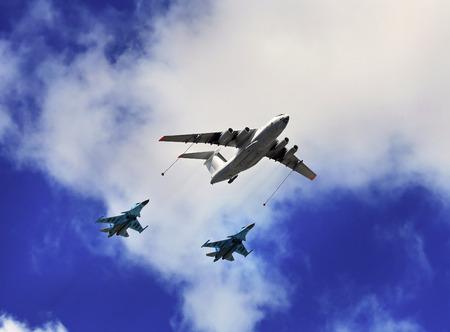 long range: Refueling of russian fighters by the il 78 tanker