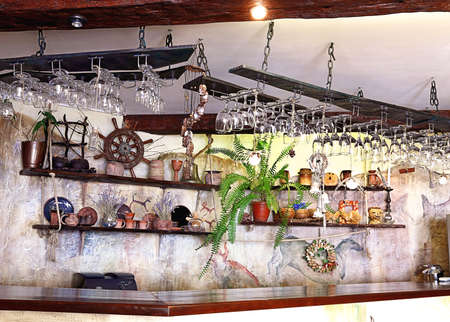 Bar decorated by flowers and ornamental vintage utensils Banque d'images