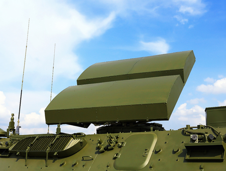 defence: All-around antenna of the air defence compex, made of phased array technology, on a rotating platform