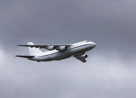 undercarriage: Heavy military transport aircraft An 124  flight at a high altitude
