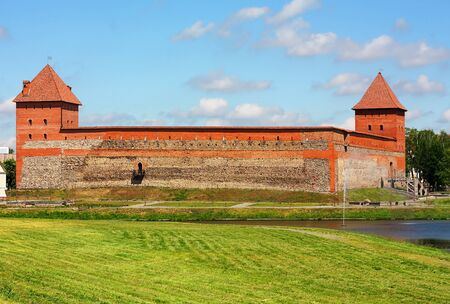 peaked: Citadel of the fourteenth century with ramparts, peaked combat and watchtowers