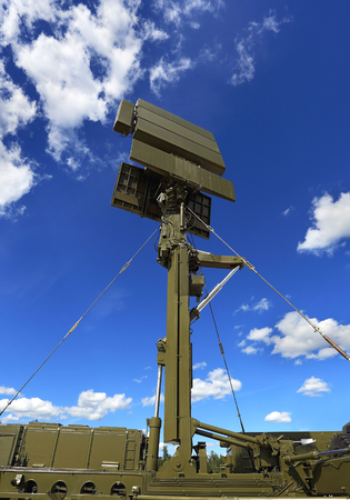 ranging: All-around antenna for air defense complex on a mobile platform