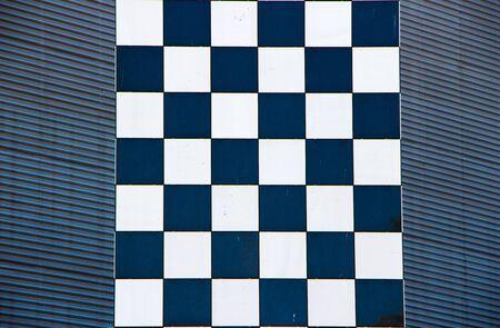 2 つのテクスチャ画像、波形ファサードの前に黒と白のモザイク列上に重畳