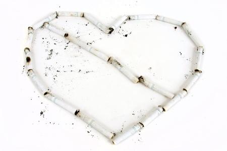 Cigaretts forment un coeur avec une ligne à travers elle. Banque d'images - 8853569