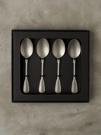 Top view of silver collection of tablespoons teaspoons in a black box on a gray concrete background Archivio Fotografico