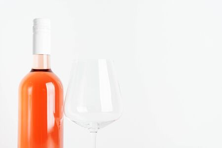 Bottle of rose wine for label layout with glass of wine on white background. Standard-Bild - 130061558