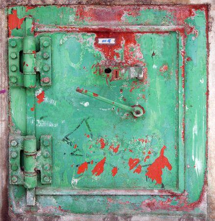puerta de metal: Puerta de metal de Gren con manchas de pintura