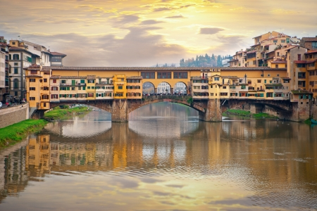 florence: Ponte Vecchio, bridge over river Arno in Venice, Italy
