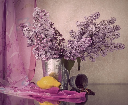 flower vase: Still life with lilac flowers in a pot