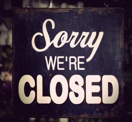 Jahrgang Metall geschlossen Schild an Ladentür