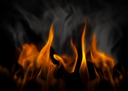 Inferno mit gelben Flammen und schwarzen und grauen Rauch Standard-Bild