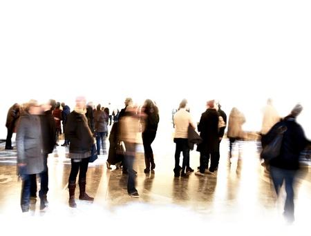 beursvloer: Menigte van wazig mensen op de tentoonstelling of in een museum Stockfoto