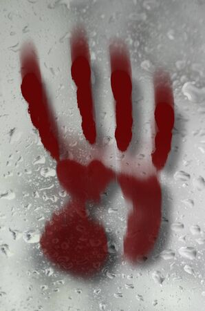 design with smeared blood red handprint on wet glass surface Banque d'images