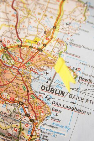 Gele vlag duwspeld op Dublin in Ierland