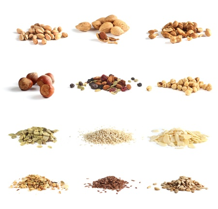 semillas de girasol: doce tipo de frutos secos y semillas sobre un fondo blanco