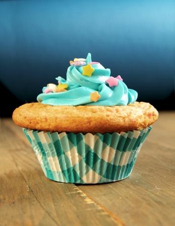 decoracion de pasteles: Blue Cupcake con dulces sobre un fondo azul