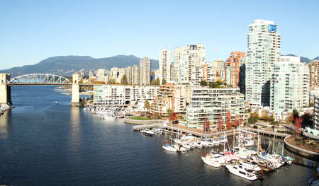 VIew of the marina and Vancouver city