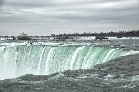 horseshoe falls: View of the horseshoe falls from canadian border at Niagara falls during winter season
