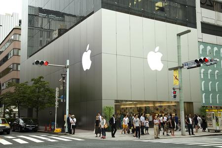 TOKYO-JAPAN 2016 (24) 6 월 : 긴자, 도쿄, 일본에서 놀라운 현대 건축 알려져 애플 스토어. 애플은 479 18 개국에 매장과 39 개국에서 사용할 수있는 온라인 상점 에디토리얼