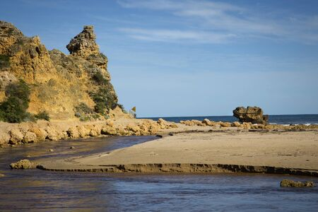 lonsdale: Yellow Sand rock and beach at Alreys inlet, Australia