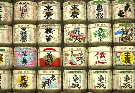 TOKYO-JAPAN, 19 June 2016:  Sake barrel offered every year to enshrined deities to stating their humble gratitude and pray to maintaining this traditional japanese culture in Tokyo, Japan. Imagens