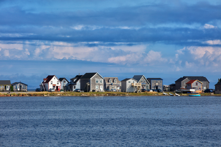 Beautiful houses along the water of Havre aubert  in magdalen island in Quebec, Canada Imagens
