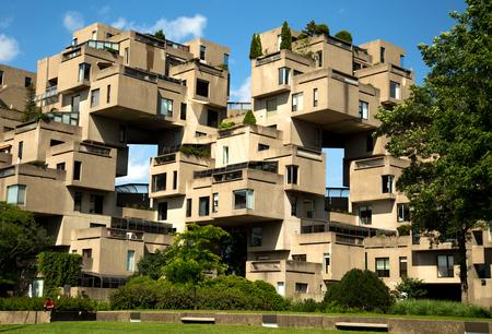 MONTREAL, CANADA - 15 LUGLIO 2017: Habitat 67 è un complesso residenziale a Montreal di 354 identiche forme prefabbricate in calcestruzzo disposte in varie combinazioni, raggiungendo fino a 12 piani in altezza