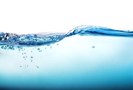 Le Gros plan bleu splash d'eau avec des bulles sur fond blanc Banque d'images - 44261121