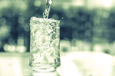 vintage and retro color tone of a glass of cool water with some water flow down motion Zdjęcie Seryjne