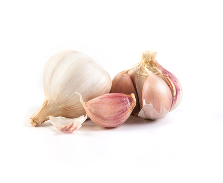 garlic: el ajo en el fondo blanco Foto de archivo