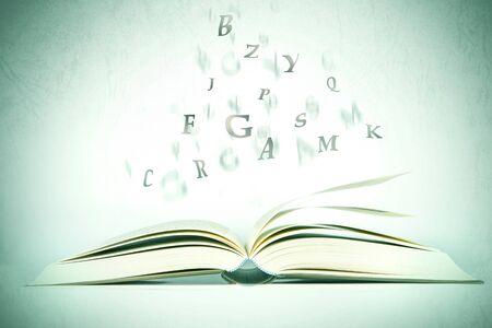 Libro Abierto Con La Letra Del Alfabeto De Volar De Páginas, El Tono ...
