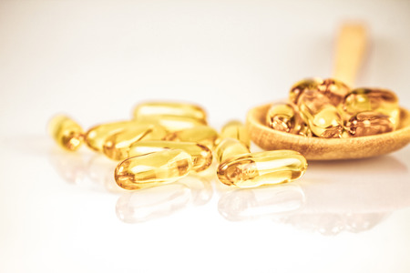 Closeup the yellow soft gelatin supplement fish oil capsule Banque d'images