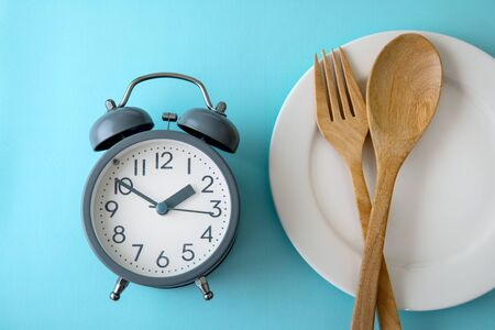 Time to lose weight , eating control or time to diet concept , alarm clock with healthy tool concept decoration on blue background Zdjęcie Seryjne